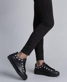 Sneakers aus Leder mit Zierperlen Schwarz Frau CA8PBU-0S