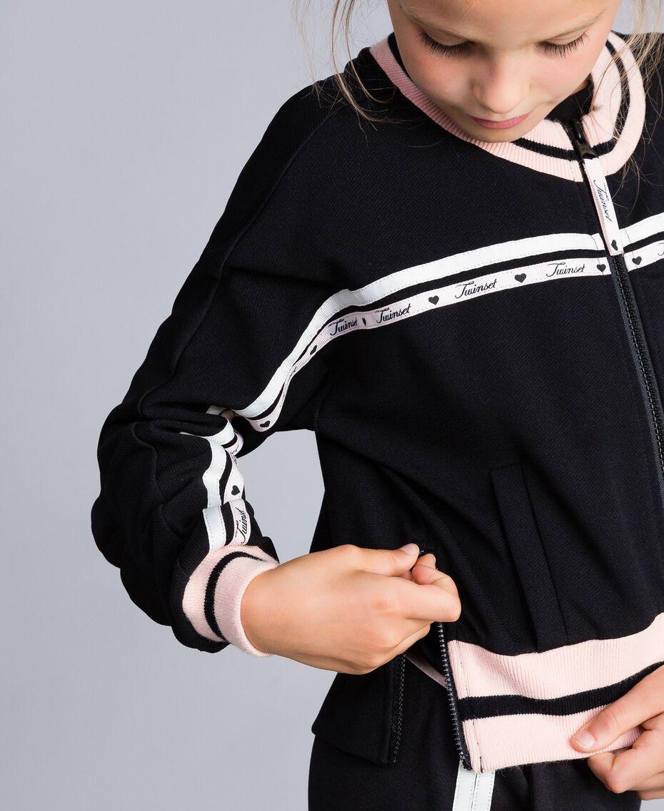 """Sweatjacke aus technischem Stoff mit Logo Zweifarbig Schwarz / """"Blush""""-Rosa Kind GA82PN-05"""