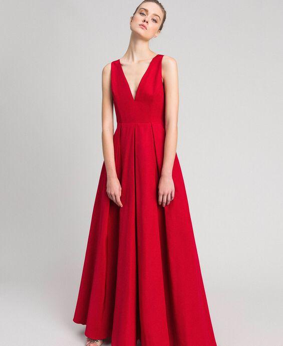 Длинное платье из тафты