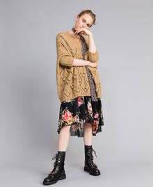 "Kurzes Kleid aus Georgette mit Blumenprint Print ""Flower Patch"" Frau PA82MD-0T"