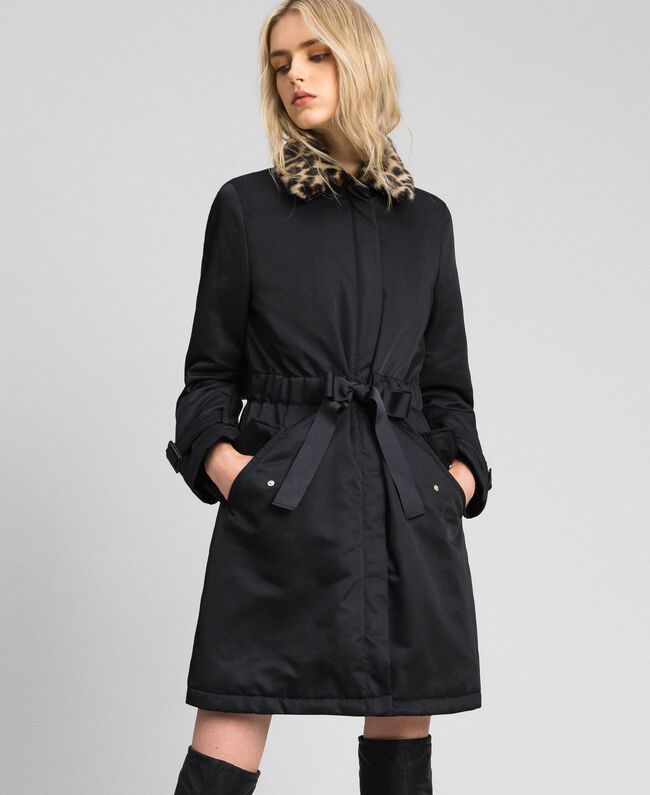 Mantel aus technischem Satin mit Animal-Kragen Schwarz Frau 192MP2121-01