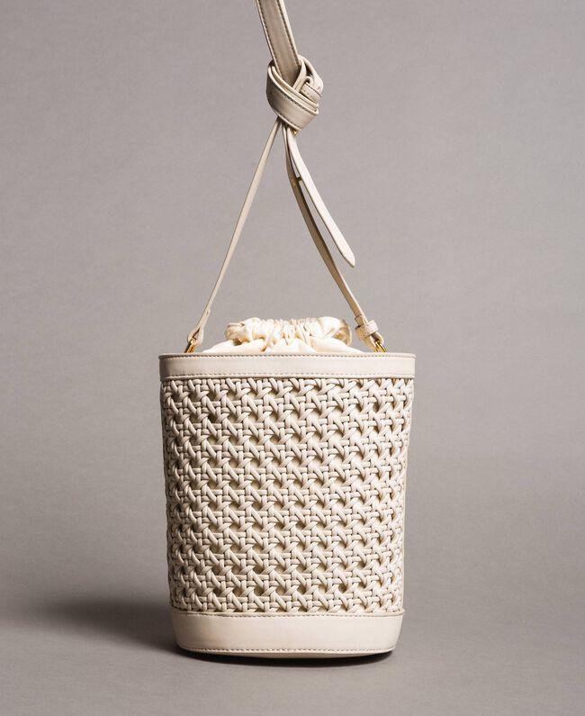 Beuteltasche aus geflochtenem Lederimitat Weiß Schnee Frau 191TO8011-04