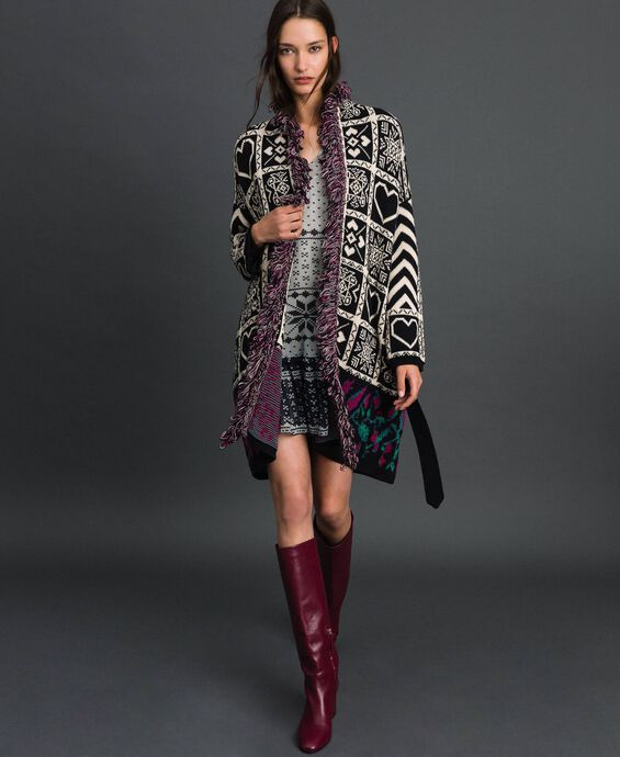 Manteau en maille jacquard avec franges