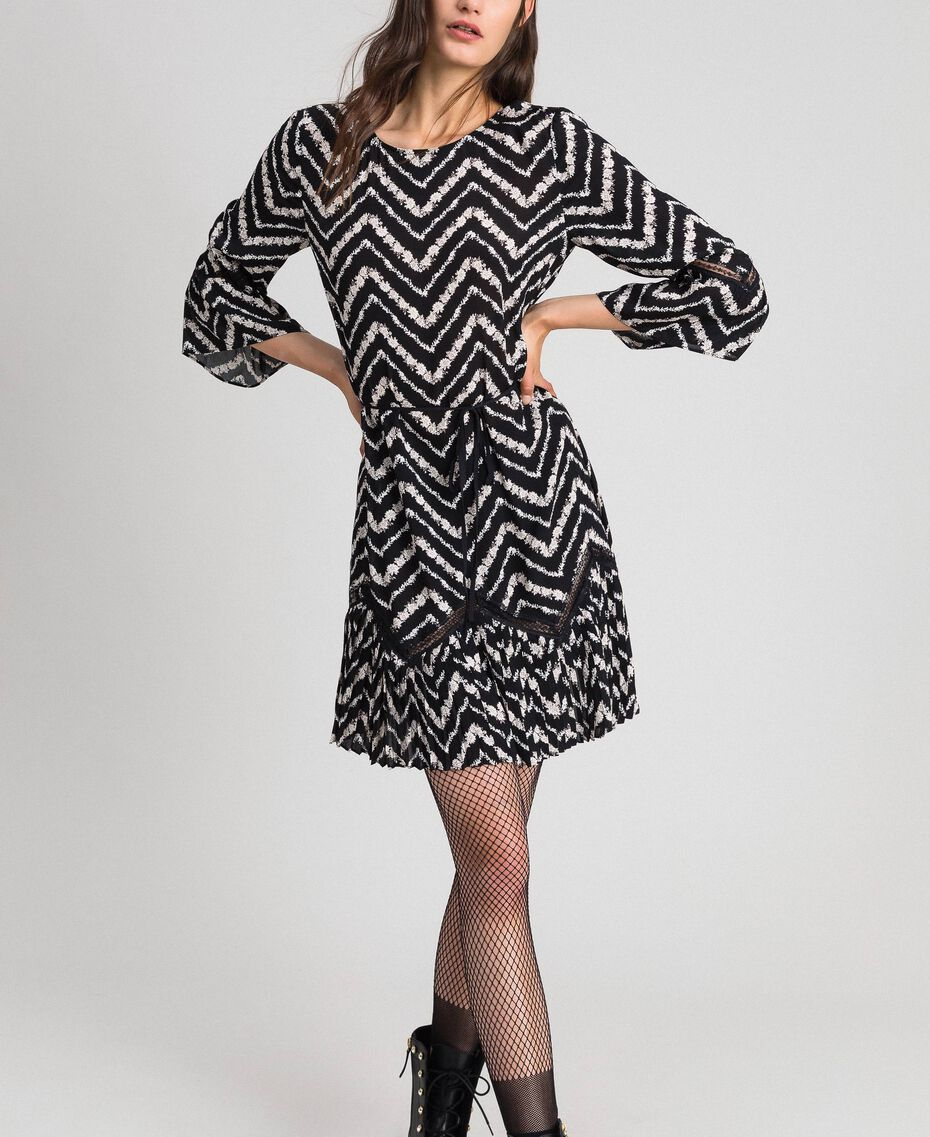 "Floral and chevron print dress with lace Black / ""Snow"" Chevron Print Woman 192TP2520-01"