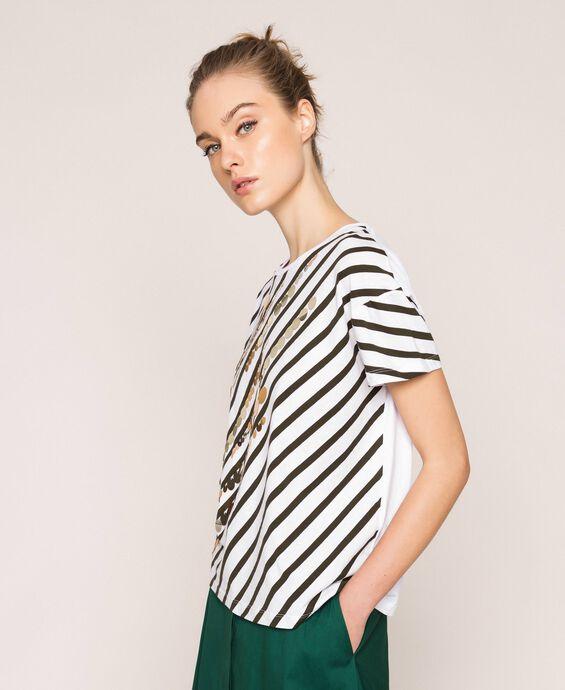 T-Shirt mit Streifenprint und Pailletten