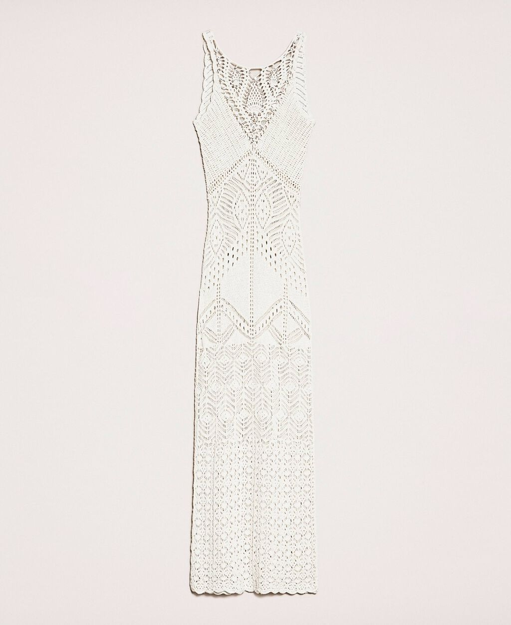 Long dress with crochet details and embroideries