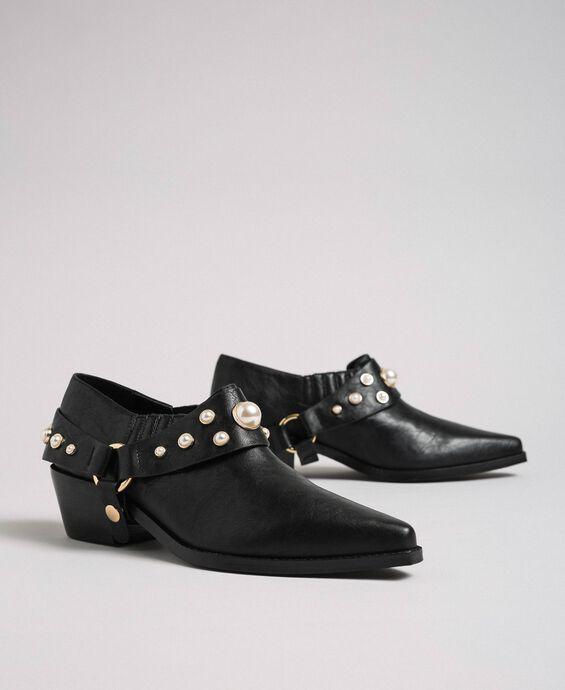 Boots à talons avec brides et perles