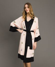 "Satin kimono with butterfly embroidery Two-tone ""Rose Sand"" Pink / Black Woman 191TT2110-01"