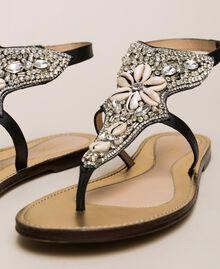 Flache Sandale aus Leder mit Stickerei Nougat Beige Frau 201TCT04E-04