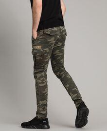 Baumwoll-Cargo-Hose mit Camouflage-Aufdruck Motiv Dunkel Camouflage Mann 191UT2021-03