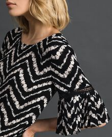 "Floral and chevron print blouse Black / ""Snow"" Chevron Print Woman 192TP252A-01"