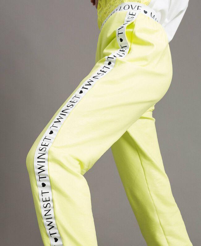 "Fleece-Hose mit logobesetztem Saum ""Lemon Juice"" Gelb Frau 191LL28FF-04"