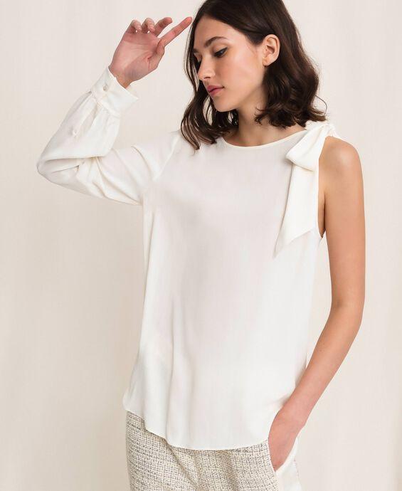Блуза на одно плечо из смесового шелка