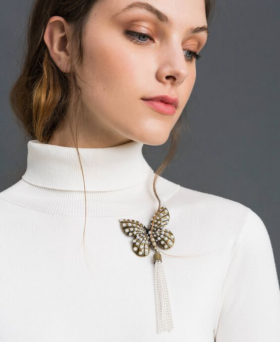 Broche avec papillon et pompon en perles