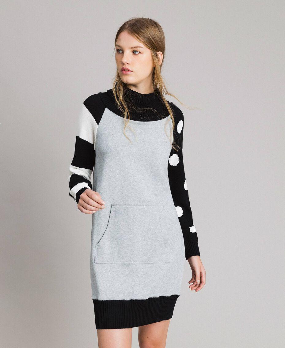 Vestido de felpa con estampado de lunares y rayas Multicolor Gris Mélangé Claro / Negro / Blanco Mujer 191MP3121-02
