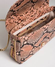 Grand sac à bandoulière Rebel avec imprimé python Imprimé Python Rose Mousse Femme 192TA7230-05