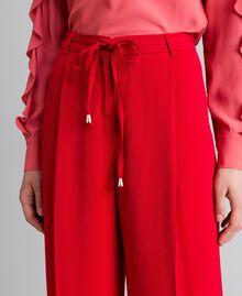 Weite Hose aus Cady Rot Mohn Frau PA825D-04