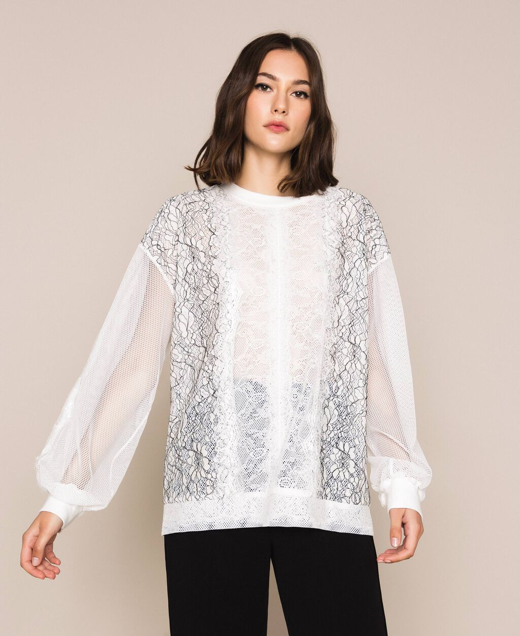Sweatshirt with mixed mesh and lace