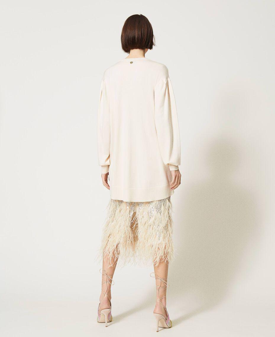 Длинная трикотажная кофта с ювелирным бантом Белый Снег женщина 211TQ301A-03