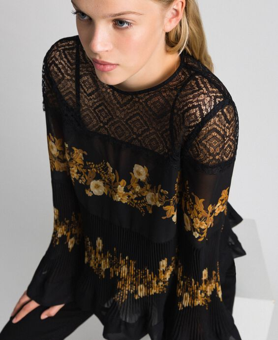 Шифоновая блуза с цветочным принтом