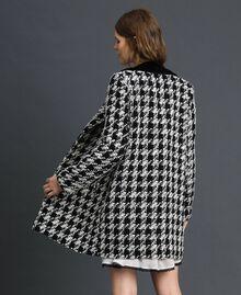 Mantel aus Bouclé mit Hahnentrittmuster Hahnentritt Schwarz / Weiß Frau 192TP2630-03