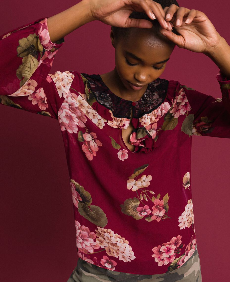 Floral print creponne blouse Beet Red Geranium Print Woman 192TP2724-02