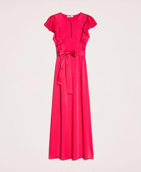 Длинное платье с рукавами, отделанными воланом