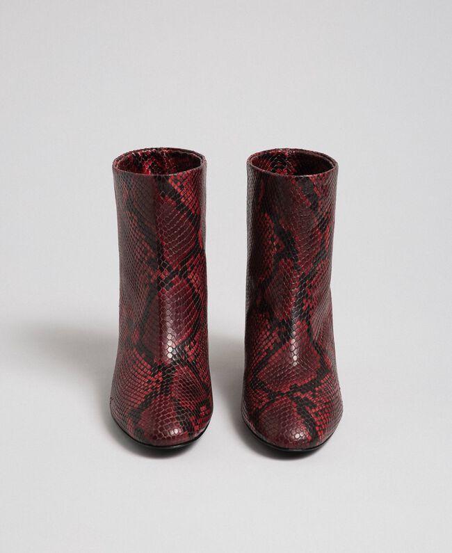 Bottines en cuir avec imprimé animalier Imprimé Python Rouge Betterave Femme 192TCP12Q-05