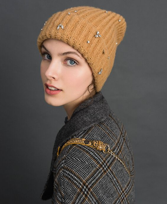 Knit beret with logo and bezels