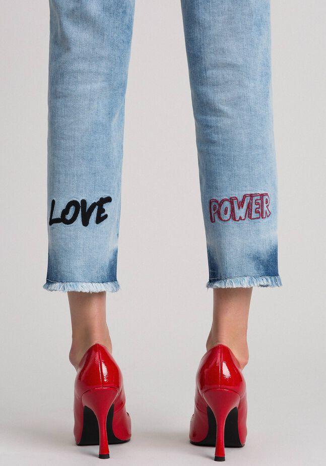 Jeans cinque tasche con ricami