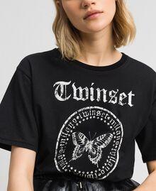 T-Shirt mit Schmetterling-Logo-Print Schwarz Frau 192TP2712-04