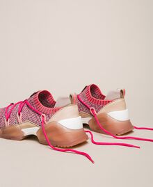 Textillaufschuh mit Neondetails Zweifarbig Rosa / Neonfuchsia Frau 201TCP154-04