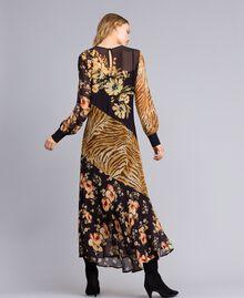 Robe longue avec mélange d'imprimés Imprimé Mélangé Fleurs & Tigre Femme TA825B-03
