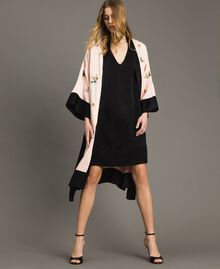 "Satin kimono with butterfly embroidery Two-tone ""Rose Sand"" Pink / Black Woman 191TT2110-0T"