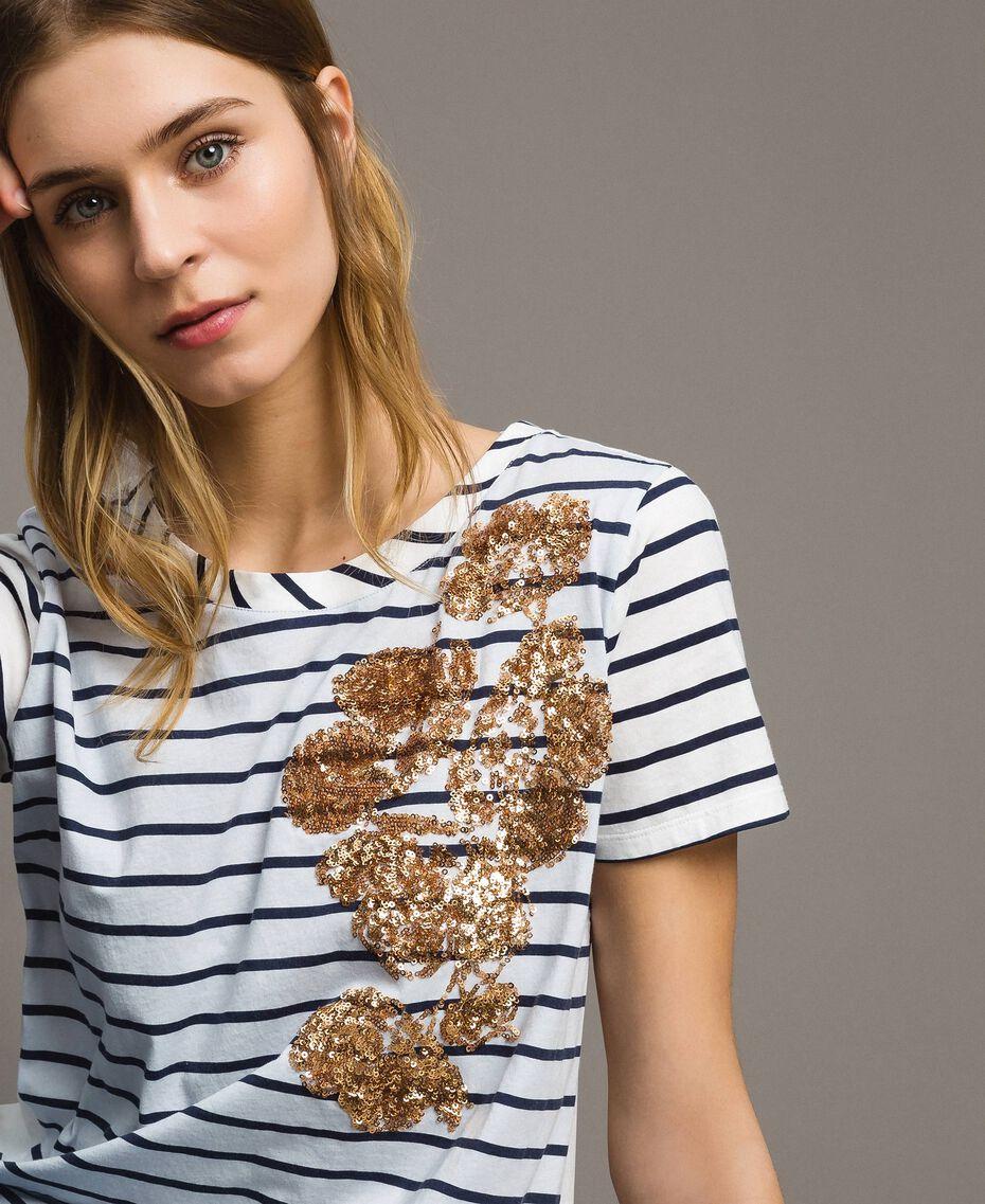 """Gestreiftes T-Shirt mit Pailletten Motiv """"Savannah"""" Beige / Cremeweiß Gestreift Frau 191ST2090-05"""