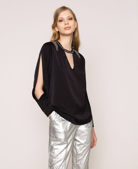 Blouse with fringe embroidery