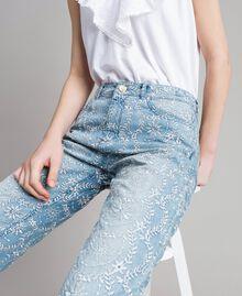 Girlfriend-Jeans mit Lochstickerei Denimblau Frau 191MT2162-04