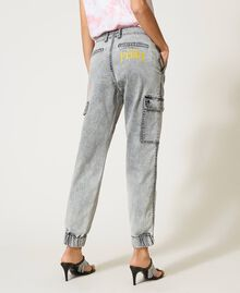 Cargo jeans with pockets Grey Denim Woman 211MT256A-05