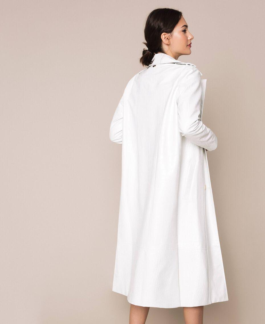 Тренч из искусственной кожи с крокодиловым принтом Белый Снег женщина 201TP2365-06