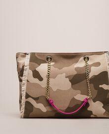 Cabas en toile avec patch et franges Imprimé Camouflage / Rose Sauvage Femme 201MO8040-03