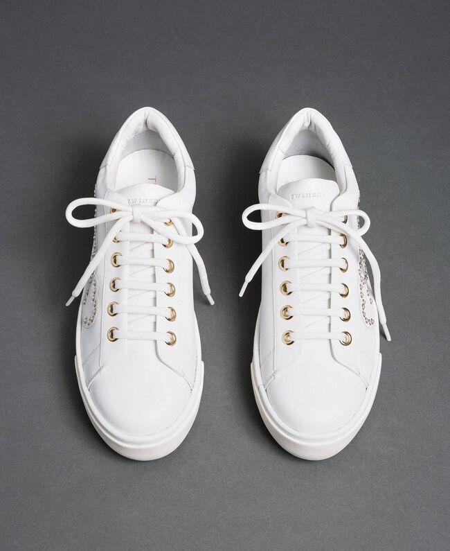 Sneakers aus Leder mit Herzen und Nieten Weiß Frau 192TCP01Y-04