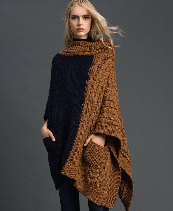 Poncho in maglia con trecce
