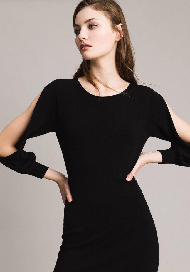 Sheath dress with slits