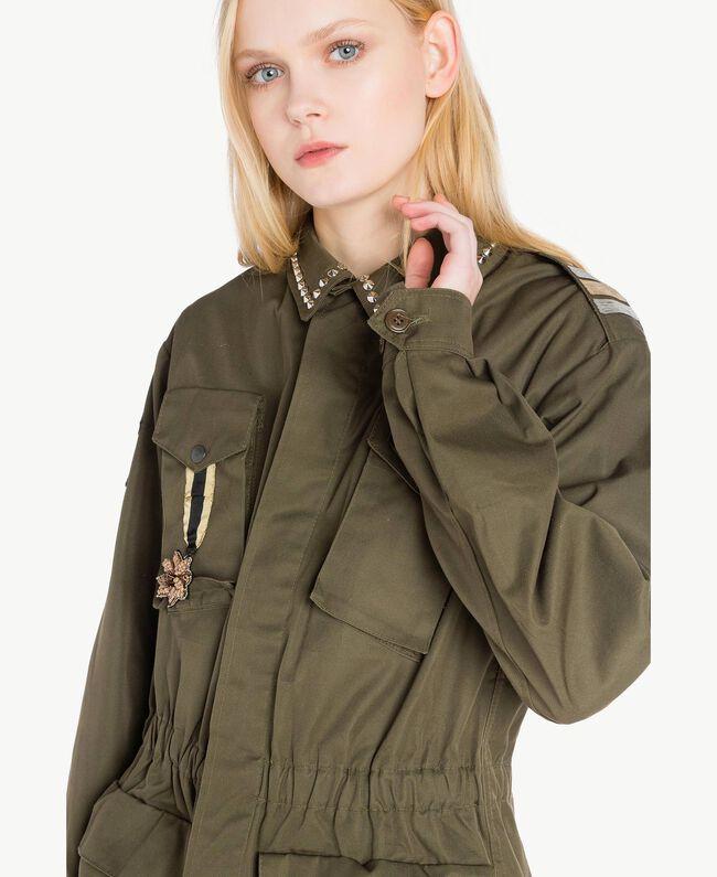 Jacke mit Stickereien Steingrün Frau YS826B-04
