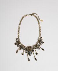 Halskette mit Glassteinen in Tropfenform