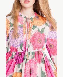 Kleid mit Blumenprint Makropfingstrosen-Print Frau NS82AB-04