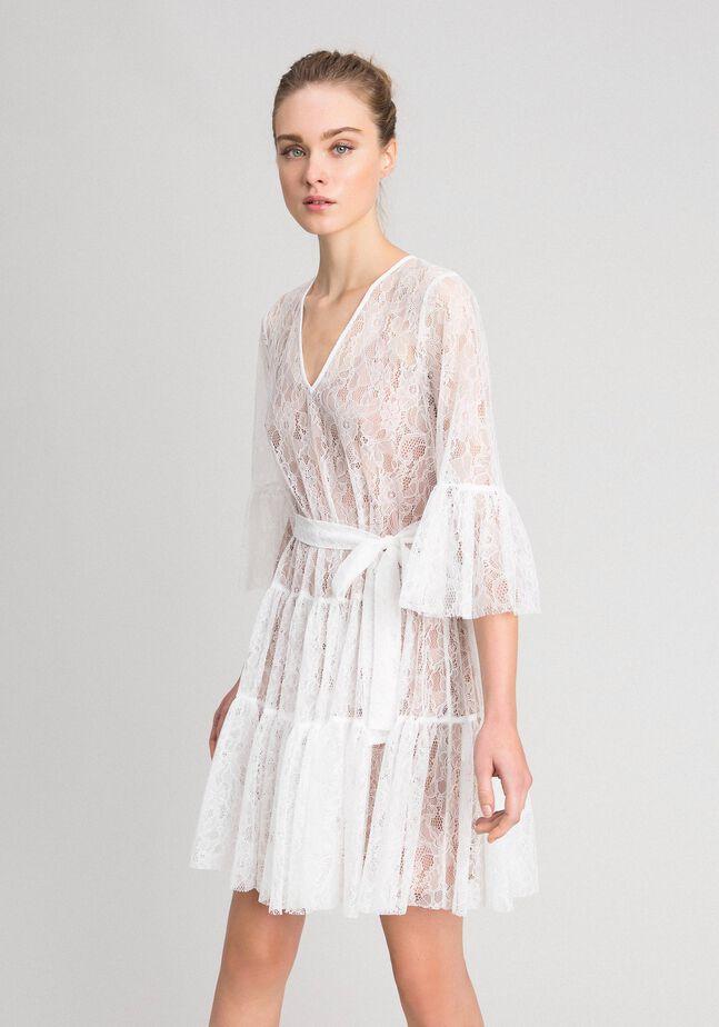 Кружевное платье с поясом