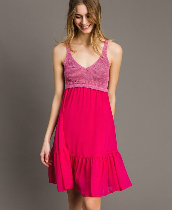 Kleid aus Chiffon und Gestrick