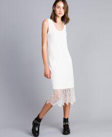 Kleid im Unterkleidstil mit Spitze Perlmutt Frau JA82TA-03
