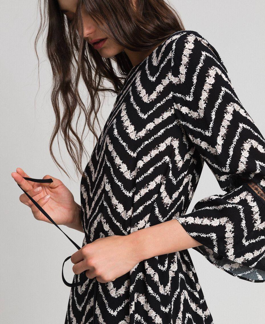 Robe avec imprimé floral à chevrons et dentelle Imprimé Chevrons Noir / Blanc Neige Femme 192TP2520-02